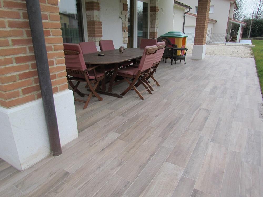 casa privata Montorso Vicentino Pavimento esterno in gres porcellanato effetto legno