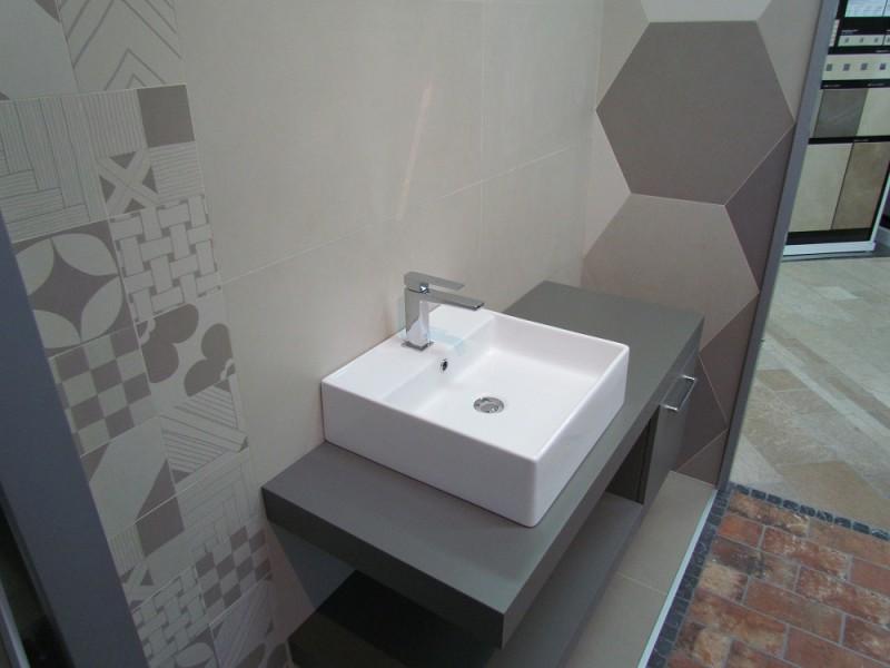 Box sala mostra Ceramica Ornamenta serie Basic