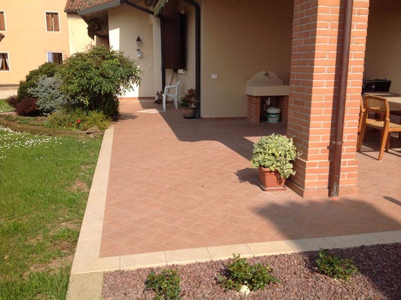 Fornitura e posa di pavimenti esterni - Villetta a  Brendola (Vicenza)