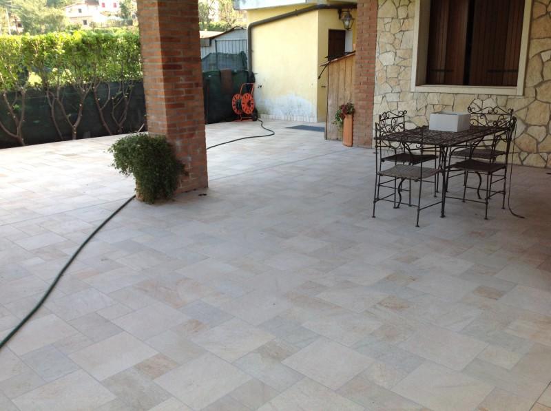 Pavimento esterno in gres porcellanato tre formati Casa privata Brendola (Vi)