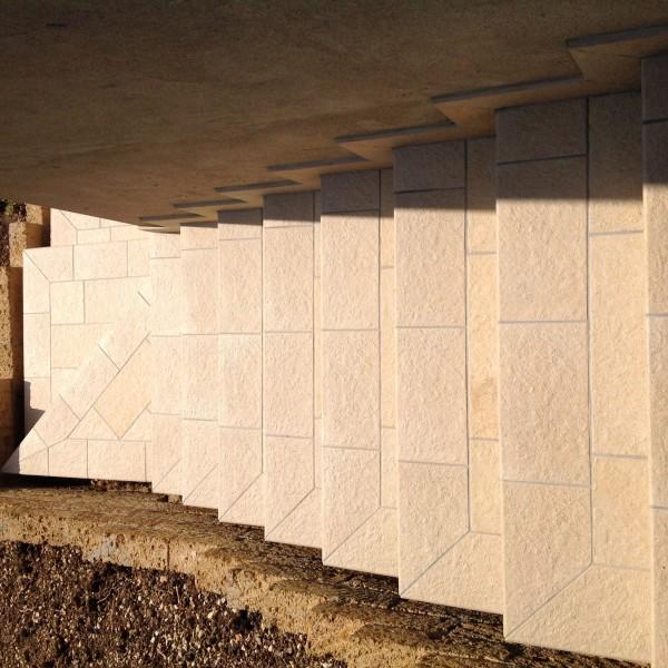 Scala esterna realizzata con gres porcellanato 20x40 e bordo con elem L monolitico in gres porcellanato  Casa privata Brendola (Vi)